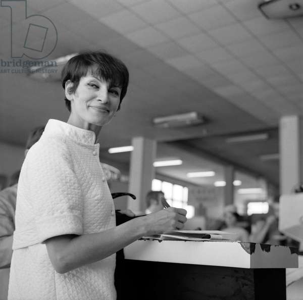 French singer Barbara (Monique Andree Serf) at Geneva airport, August 19, 1967 (b/w photo)