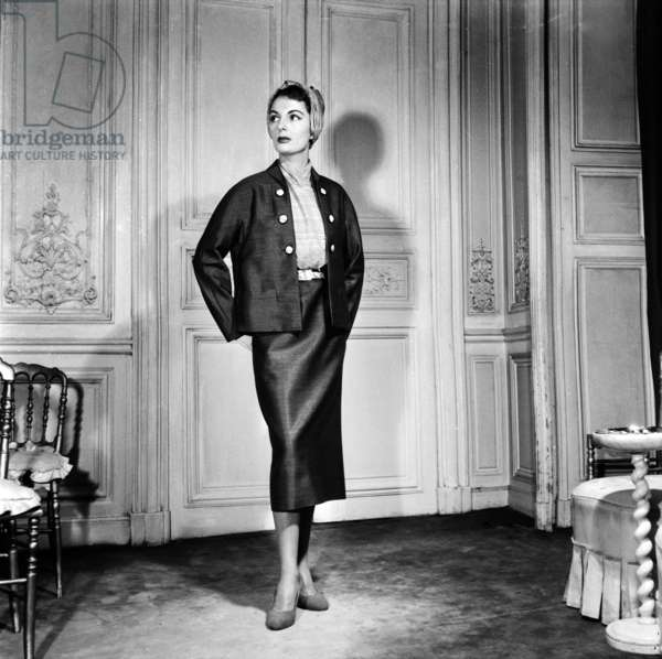 Fashion By Elsa Schiaparelli For Spring Summer 1953, February 18, 1953, Paris : Women'S Skirt Suit (b/w photo)