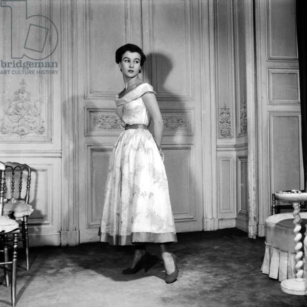 Fashion By Elsa Schiaparelli For Spring Summer 1953, February 18, 1953, Paris : Dress (b/w photo)