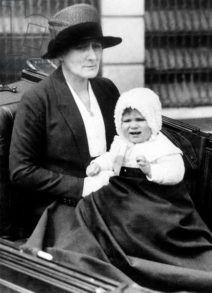 Child princess Elizabeth (future queen Elizabeth II) with her nanny Bobo Macdonald, 1927 (b/w photo)