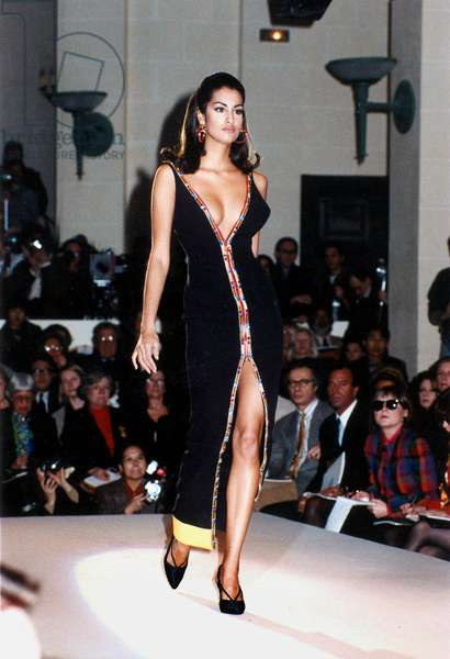 Spring Summer Versace Fashion Collection 1991 (photo)